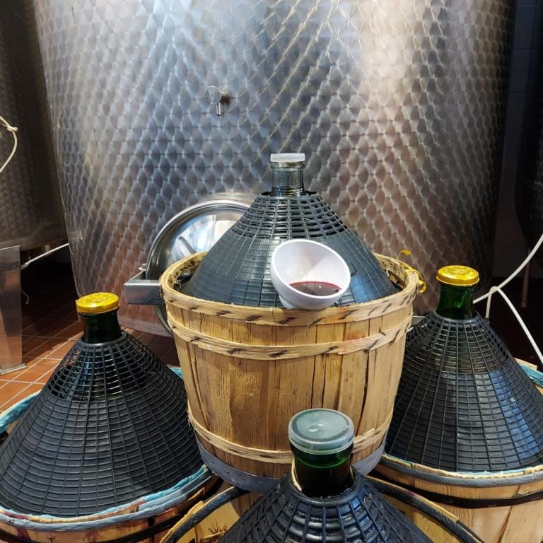 damigiane vino sfuso casa benna piacenza